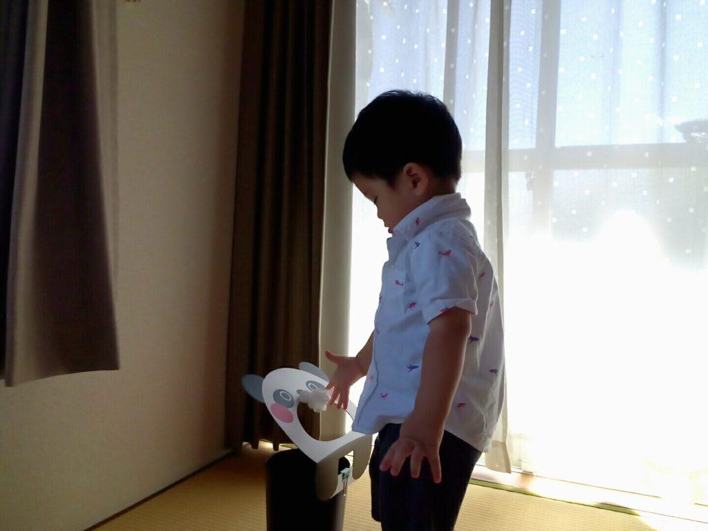 ぽいぽいどうぶつを使うと、「ゴミはゴミ箱に入れるんだよ」ストレスなく子どもが覚えてくれます。